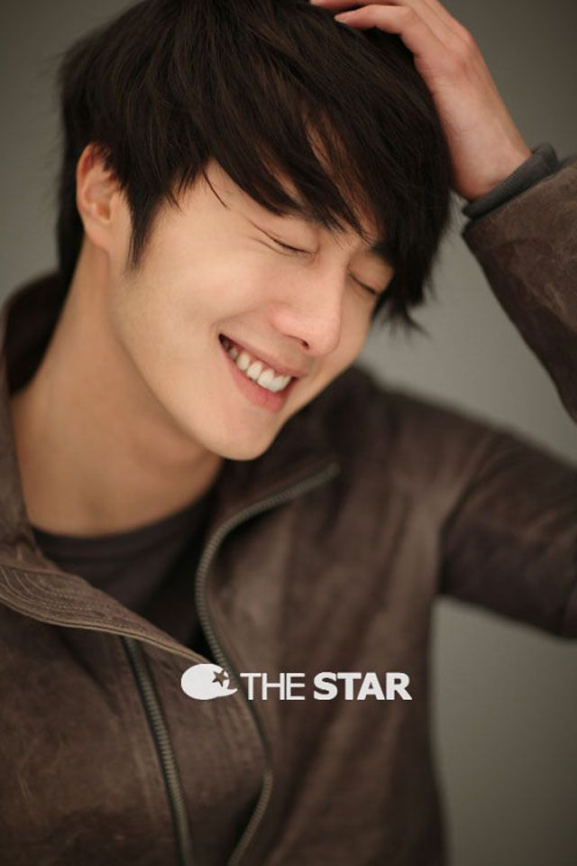 Jung Il Woo!! Hmmm... makes me want to watch Flower Boy Ramyun Shop again :)
