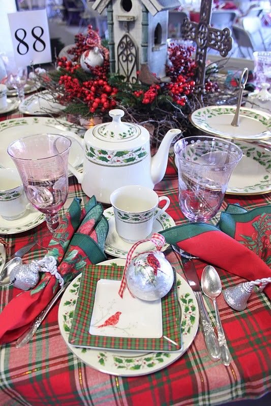 Christmas red plaid tablecloth, Christmas party Table Settings,  red tartan table runner #Christmas #table #settings #ideas www.loveitsomuch.com