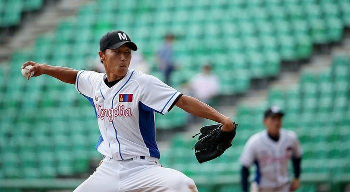 """La selección de béisbol de Mongolia ha tomado parte de los juegos asiáticos de 1994, 2010 y 2014. Sin embargo, no han podido terminar ni un solo partido, debido a la """"regla de misericordia"""", que da por terminado los encuentros antes de tiempo cuando ya la diferencia es irremontable (10 """"runs"""", una vez que el perdedor ha completado al menos siete """"innings"""")"""