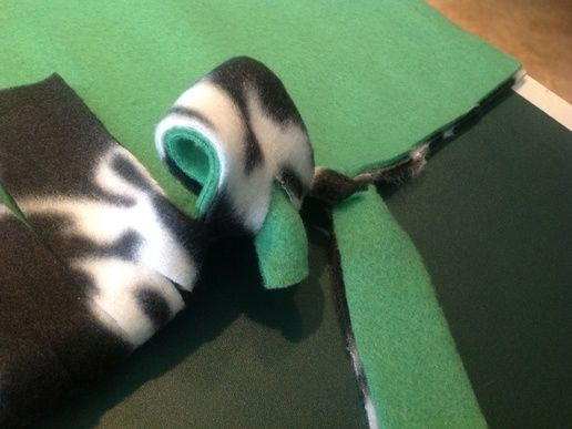 How to Make a No Sew Fleece Blanket (W/out Bulky Knots)