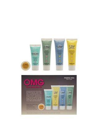 Mama Mio - OMega Feel Good Mini Kit - OMega Vücut Bakım Deneme Kiti // Omega günlük cilt bakımı ürünlerimiz, mini boylarda. Bu ürünlerin hepsi omega açısından son derece zengin. Cildiniz için süper besinler diyebileceğimiz omegalar cildinizin yumuşacık olmasını sağlarken, daha sağlıklı ve dokunulası bir cilde kavuşmanıza da yardım ediyor. Bu seti Omega serimizi denemek, seyahatlerinizde yanınızda kolayca taşımak ya da sevdiklerinize hediye etmek için kullanabilirsiniz.