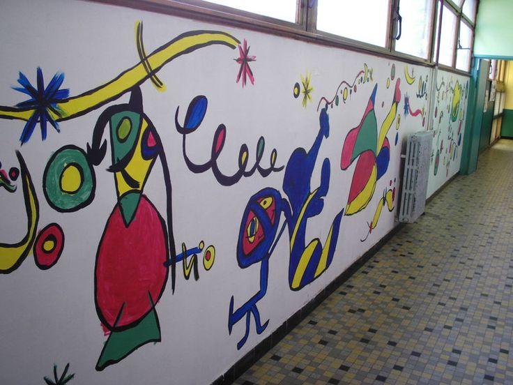 Muurschildering om het schoolplein te verfraaien