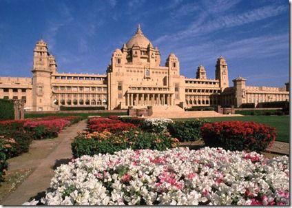 Palacio Umaid Bhawan en Jaipur, India. La parte derecha es el hotel Taj palace Hotel. La izquierda residencia del majarajá. El centro museo.