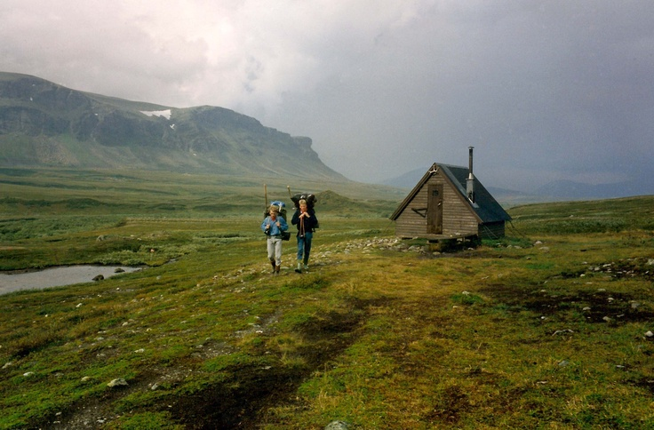 The shelter in the valley Ávtsusjvágge. Kungsleden hiking trail between Saltoluokta and the Sitojaure cottages, Norrbotten County (northern Lapland). August 1990.