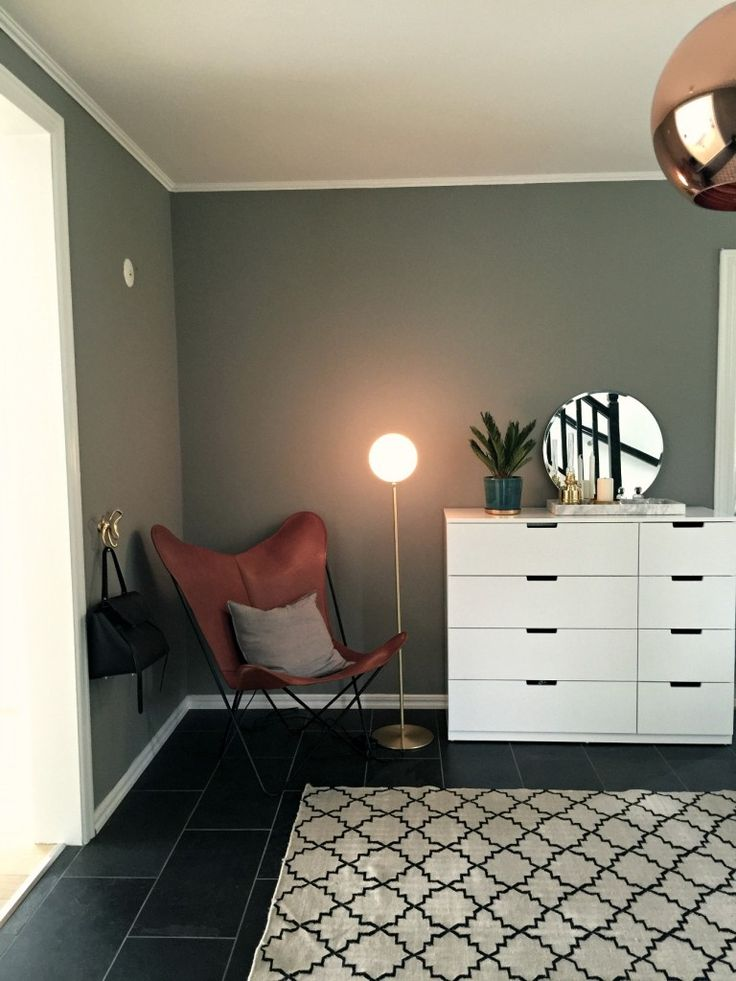 Tilda Bjärsmyr, blogger at Damernas Värld, inspires with lovely interior and wall colour.