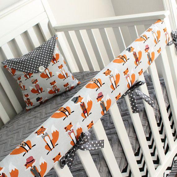 Va exempt de pare-chocs ? La literie de rail de lit de bébé est une excellente option, non seulement il protégera votre lit de bébé contre les piqûres peu mais cest une alternative sûre pour le tour de lit.  Le jeu dispose dun points mini fox adorable imprimé, charbon de bois et chevron noir et blanc. O p t i o n 1 -Cache-rail -Jupe de lit de bébé  O p t i o n 2 -Cache-rail -Jupe de lit de bébé -Fiche minky crèche  O p t i o n 3 -Cache-rail -Jupe de lit de bébé -Couverture  O p t i o n 4…