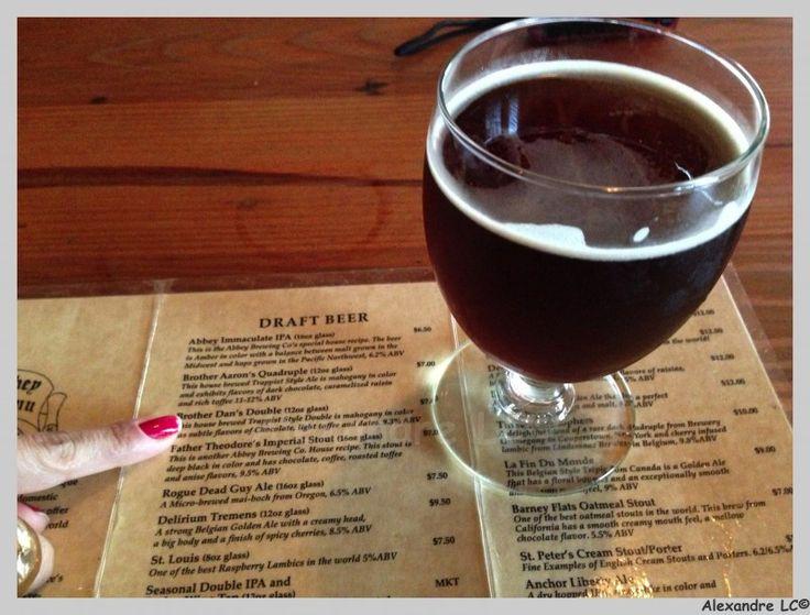 Cerveja Brother Dan's Double, estilo Belgian Dark Strong Ale, produzida por Abbey Brewing, Estados Unidos. 9.3% ABV de álcool.