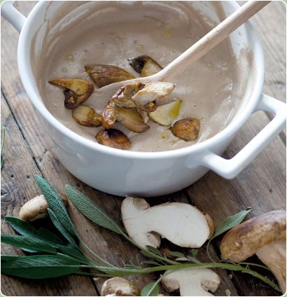 Easy and simple: Creamed Porcini Soup topped with panfried Mushrooms