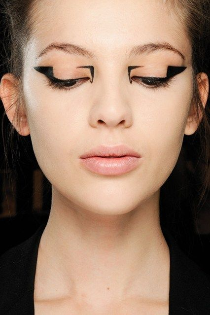 Graphic Eye & Black Liquid Eye Liner Trend Autumn Winter 2012-13 (Vogue.com UK) (Vogue.com UK)