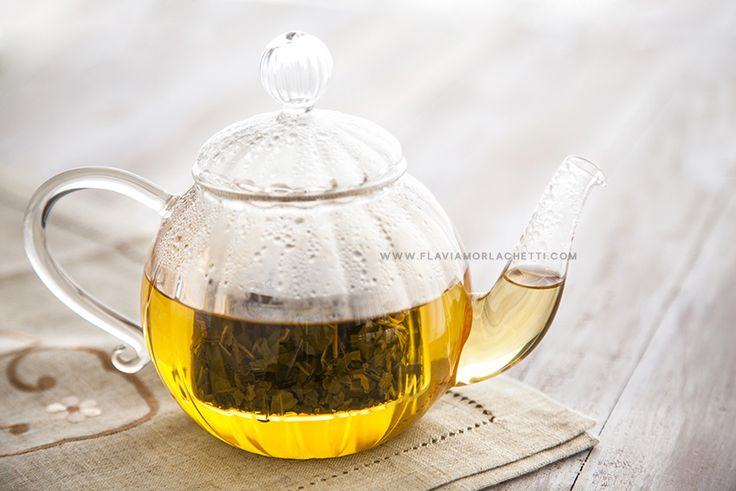 Green tea in glass teapot ~ Food Photography ~ www.flaviamorlachetti.com