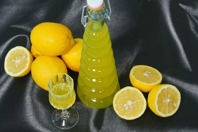 Лимончелло в домашних условиях – самый известный ликёр, домашнего приготовления, в Италии. Лимончелло в домашних условиях приготавливается методом