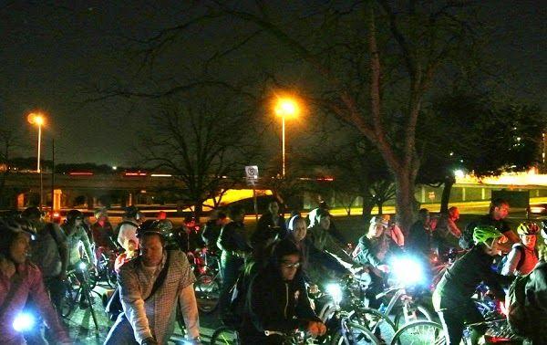 Saat ini, beberapa orang lebih suka bersepeda di malam hari untuk menikmati suasana malam. Komunitas sepeda di kota-kota besar banyak yang melakukan kegiatan bersepeda di malam hari.