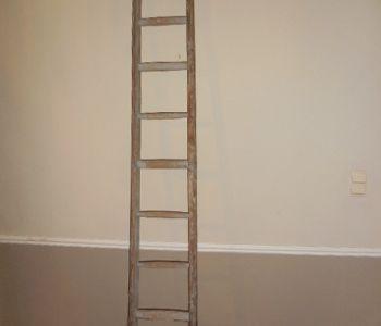Oude grijze houten ladder - Het Huis Van Mijn Moeder