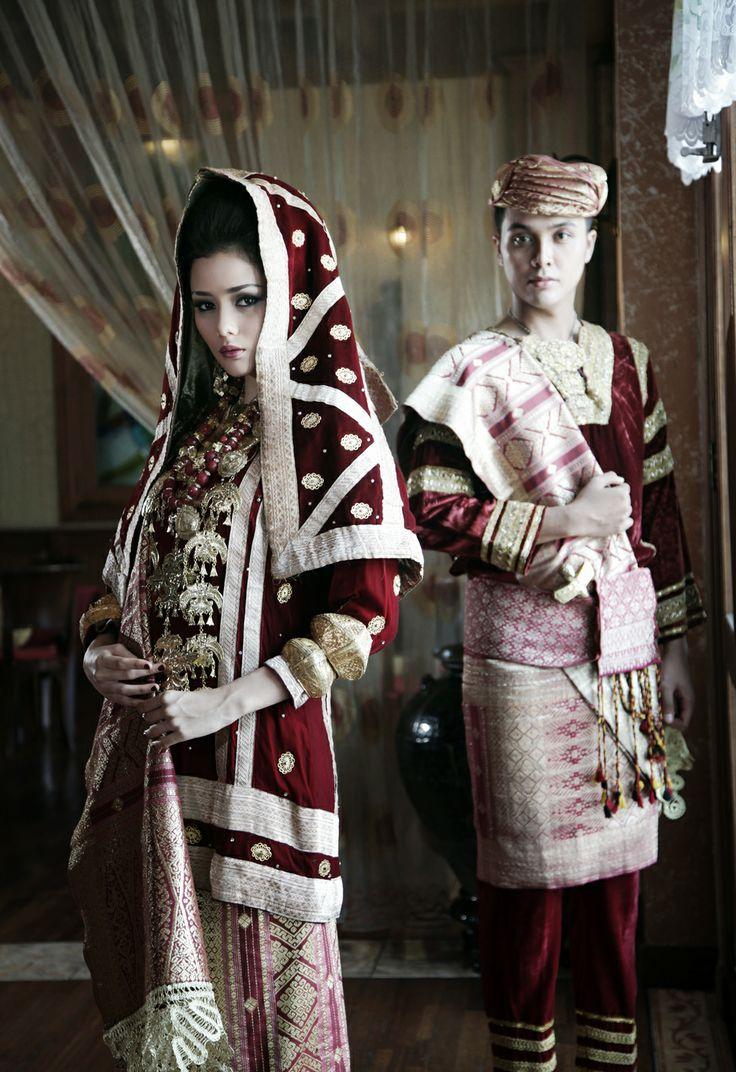 Sepasang pengantin Koto Gadang, Sumatera Barat I Mahligai Magazine