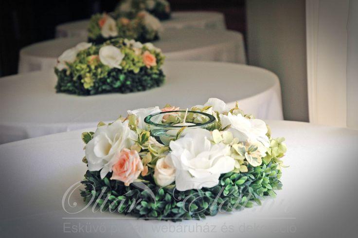 Esküvői dekoráció könyöklőre