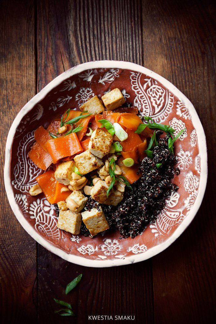 Wegańska sałatka z marchewki i tofu