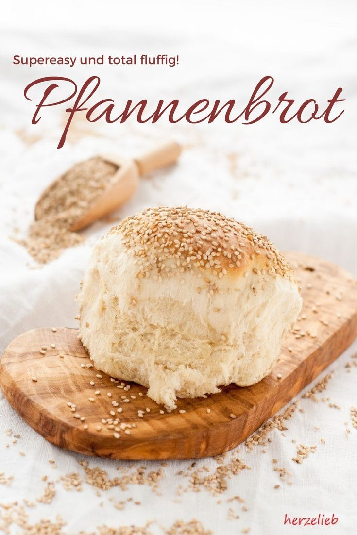 Einfaches Brot-Rezept - das Pfannenbrot ist superfluffig und ganz leicht zu backen. Rezept von herzelieb #brot #rezept #deutsch #frühstück