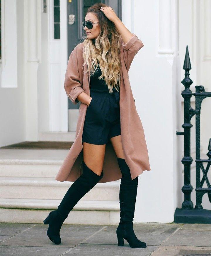 Coup de coeur pour cette tenue composée d'un combishort d'un manteau en laine beige et de cuissardes! À copier (mais avec une paire de collants en plus )! #lookdujour #ldj #streetstyle #ootd #boots #thighboot #outfitinspo #outfitideas #inspiration #tancoat #style #fallfasion #regram @sarahhashcroft
