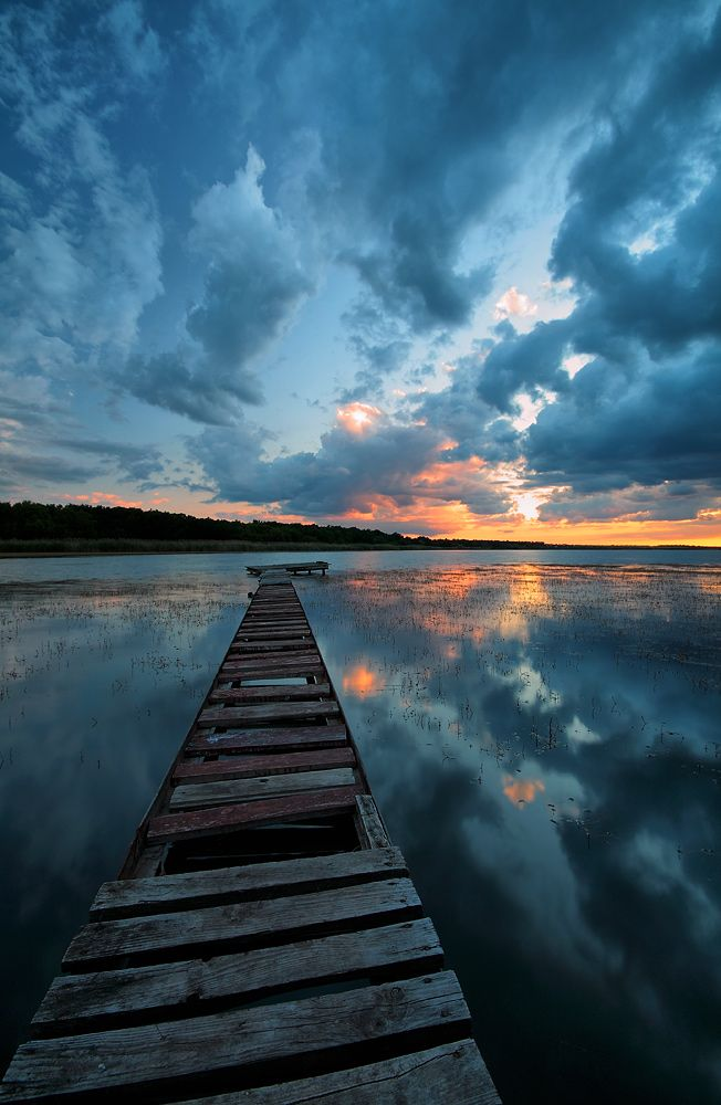 beautiful morning: Beautiful Sunri, Beautiful Mornings, Blue Sunsets, Blue Natural, Cloud Photography, Natural Photography Water, Keep Walks, Sunsets Photo, Stairways To Heavens