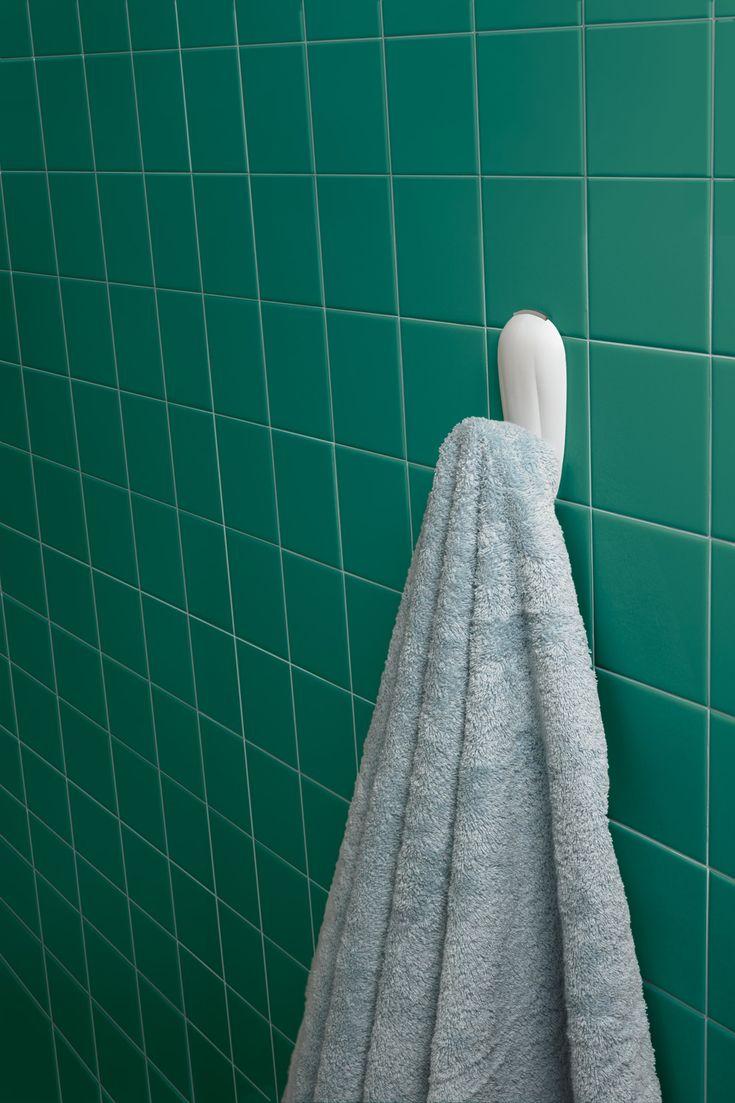 Command bathroom hook with waterresistant strips 1hook
