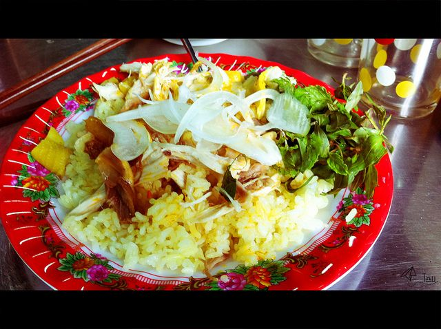 Hoi An's chicken rice - can not miss when visiting Hoi An  http://hoianfoodtour.com/  Please like, repin or follow us on Pinterest to have interesting things. Thanks. #hoian #chickenrice #hoianfood
