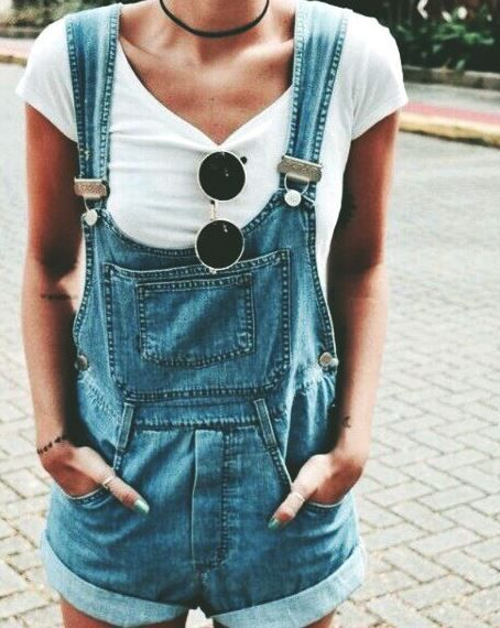 90s Fashion Trends That Are Making A Comeback This overalls outfit is so cute!