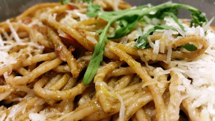 Celozrnné špagety s rukolovým pestem