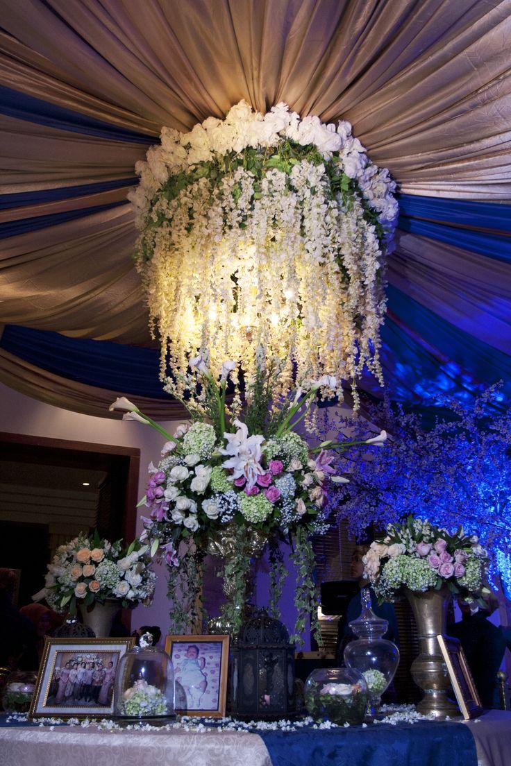 #mawarprada #dekorasi #pernikahan #wedding #simplicity #elegant #decoration #centrepiece #jakarta more info: T.0817 015 0406 E. info@mawarprada.com www.mawarprada.com