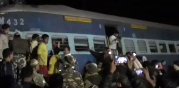 Ινδία: Εκτροχιασμός αμαξοστοιχίας με 23 νεκρούς και 100 τραυματίες