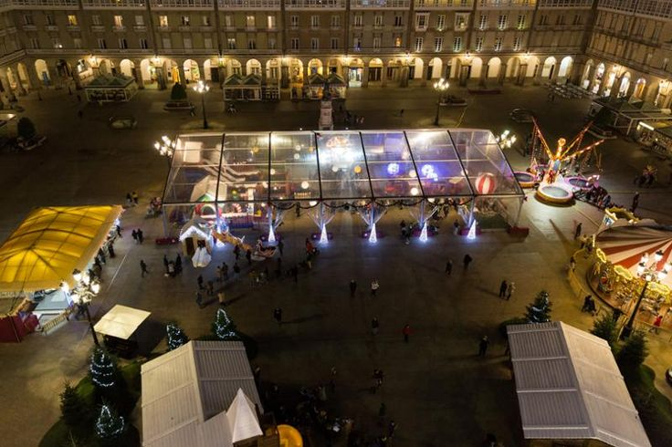 La plaza de María Pita acogerá desde mañana una veintena de actuaciones, dentro de las actividades de Navidad