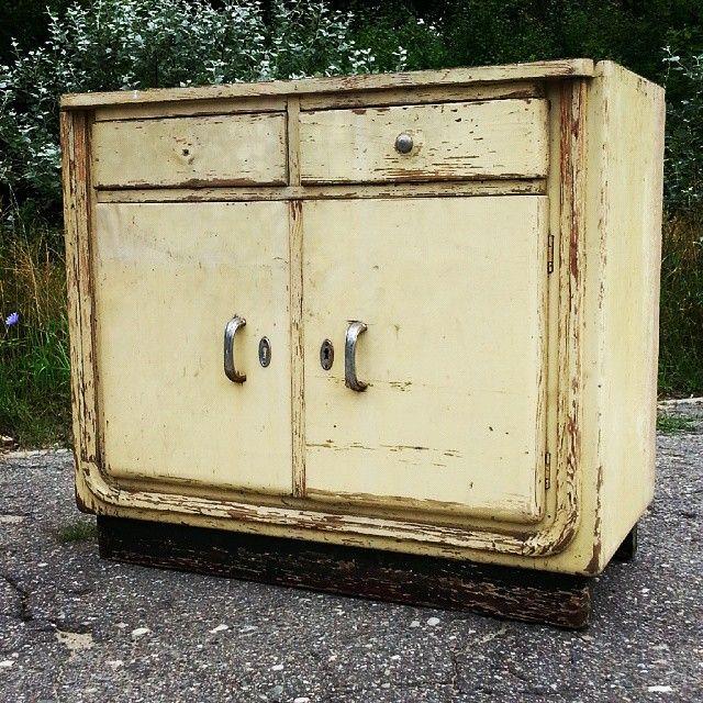 Szafka lata 30/40-te lub starsza Ładny mebel #vintage #interiors #industrial #design #loft #retro #vintageshop #sklepvintage #poznan #antiques #retro #old #szafka #cabinet #cupboard #wnętrza #brutfurniture #junkstyledesign #interiorstyling #interiordesign #sideboard #komoda #schrank #40s #40er #lata40te #prewar #30s #30er #lata30te