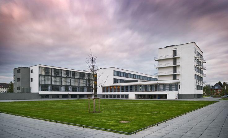 Galeria de Clássicos da Arquitetura: Bauhaus Dessau / Walter Gropius - 1