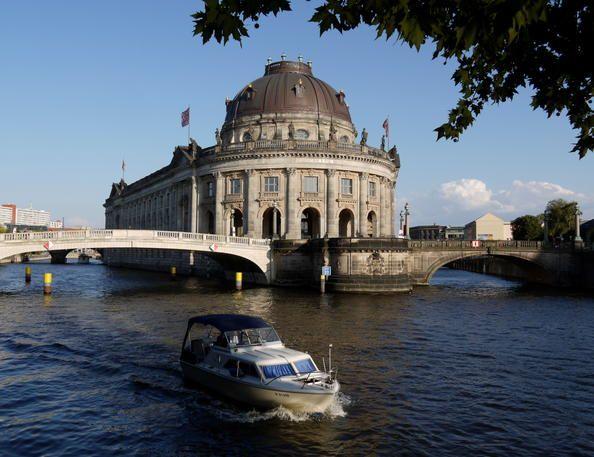 Alemania 25 Museumsinsel (Isla de los Museos), Berlín  Construidos entre 1824 y 1930, los cinco edificios de la Museumsinsel de Berlín fueron la culminación de un proyecto visionario y son representativos de la evolución de la concepción de los museos a lo largo de esos cien años.