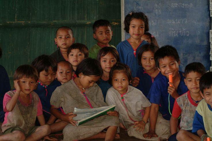 Thailändische Schule in Umphang. Wir wurden herzlich in Empfang genommen. :))