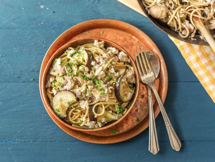 Romige spaghetti met kipgehakt, aubergine en champignons