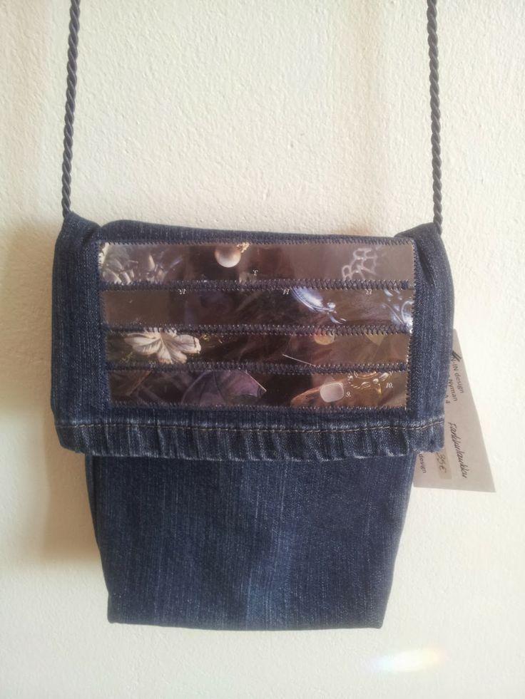 Tummansininen pieni farkkulaukku, etuosa // Dark blue small jeansbag, frontside