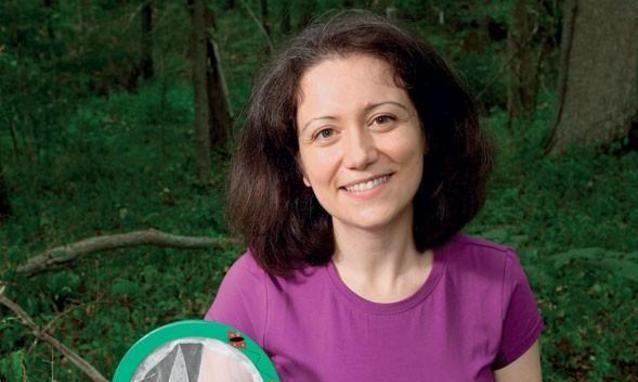 Alessandra Luchini. I suoi studi hanno permesso di realizzare una sorta di trappola chimica fatta di nanoparticelle che consente di catturare e preservare i biomarcatori indispensabili per la diagnosi precoce dei tumori.