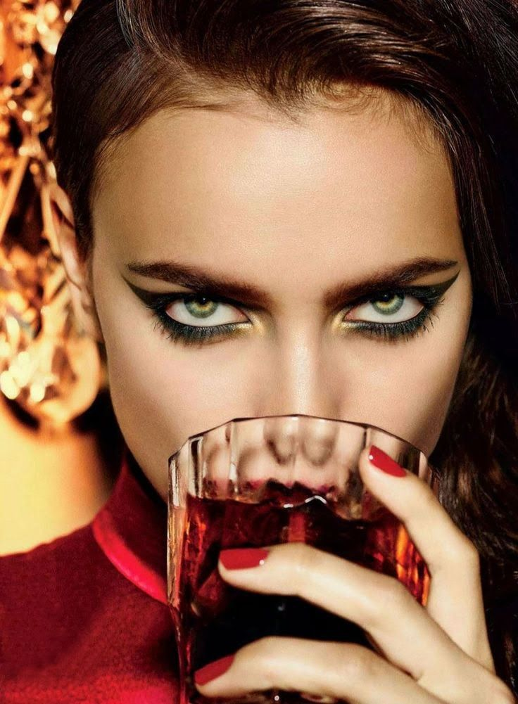 Intense cat eye on Irina Shayk | Editorial make up ...