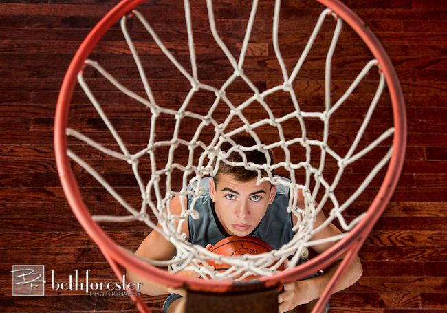 Ahh, wish i could make a picture like this from Jesse. (Senior boy basketball hoop photo)