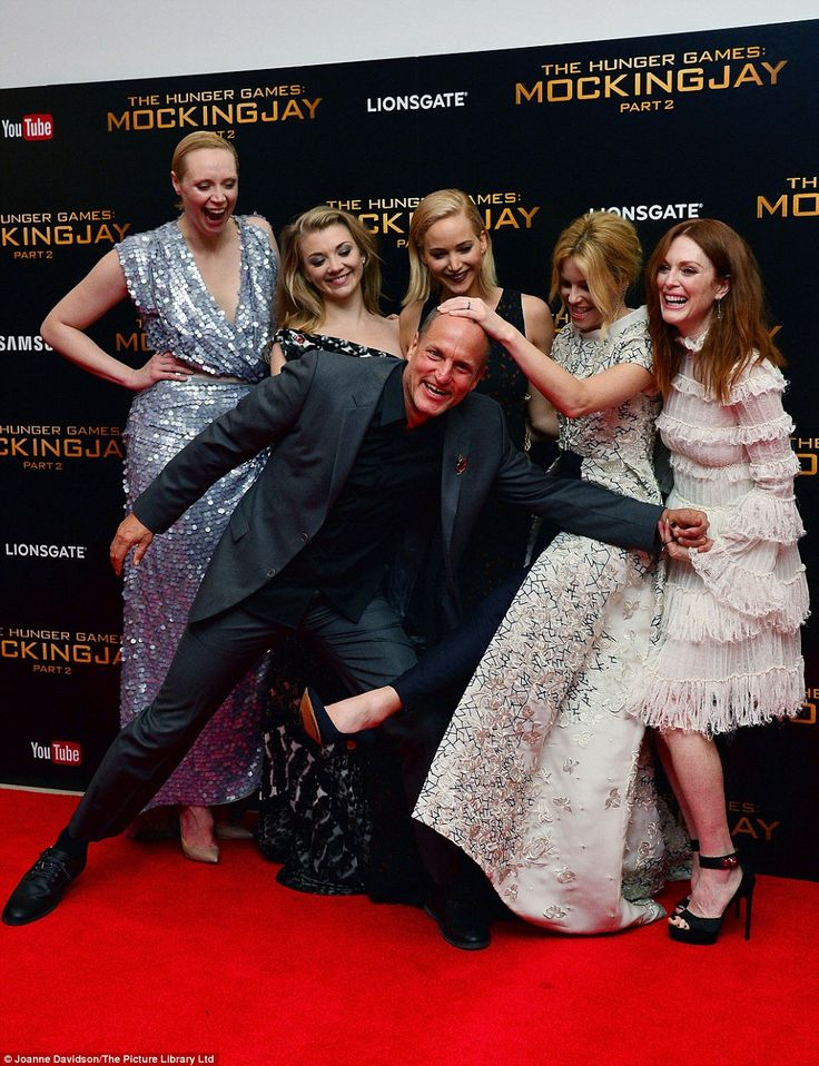 Joking around! Woody Harrelson crashed the leading ladies' photo opportunity with great gu...