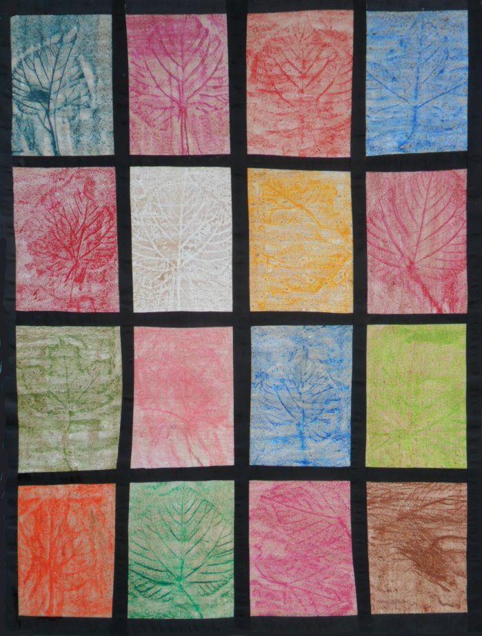 Empreintes de feuilles individuelles réunies en oeuvre collective (craies grasses et encre)