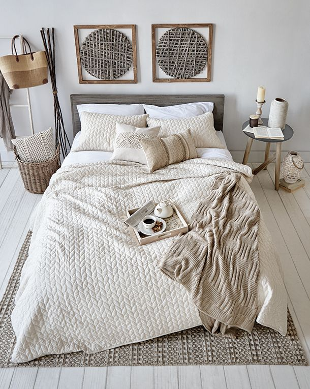 Macramé A space to embrace - this collection features touchably soft woven macramé designs and textures. Elegant beige tones create timeless comfort and serenity in any bedroom.