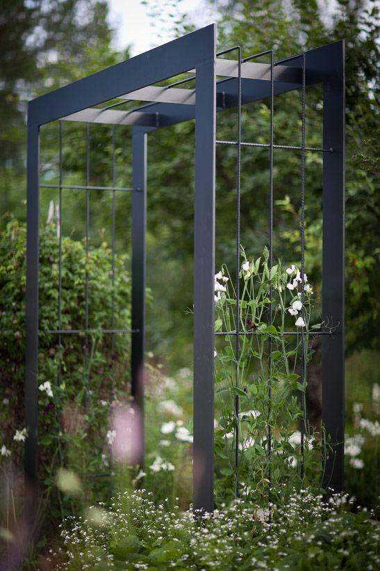 De beroemde Zweedse tuin-ontwerper Nordfjell heeft een voorliefde voor alles Zweeds. En ik kan hem daar ook geen ongelijk in geven.De Zweedse natuur vormt een grote inspiratiebron in zijn ontwerpen…