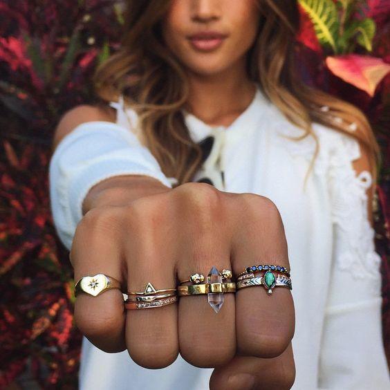 指輪をはめる指で恋愛運アップ !