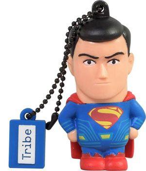 USB 16GB - #Superman #BvS Anche questa USB da 16GB è pronta a tutto per te! #DCComic ha fatto la storia del genere supereroi e avventura, ed è finalmente arrivata da #Tribe! Che tu sia dalla parte dei buoni o dei cattivi, abbiamo super eroi per tutti i gusti. Scopri questa fantastica collezione ispirata ai personaggi di cinema e fumetti più amati di sempre!