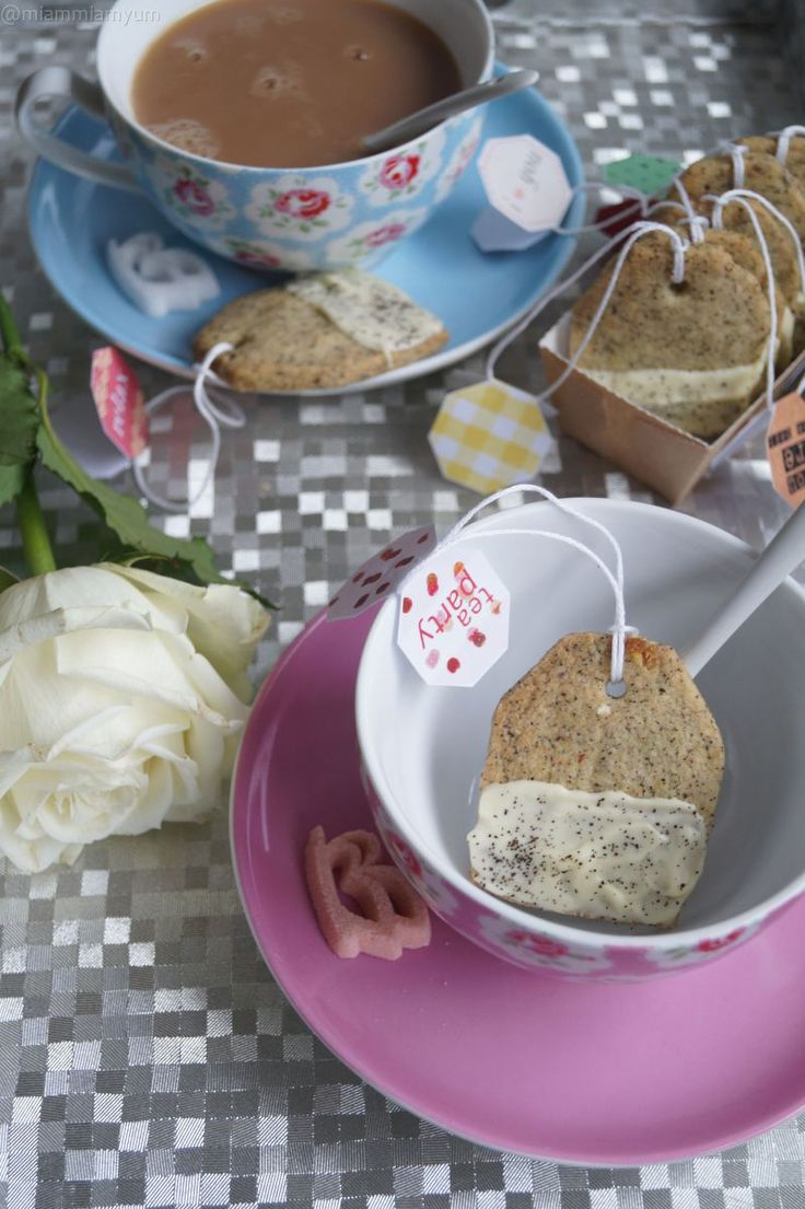 Français These delicate biscuits will melt in your mouth and are nicely fragrant. Their shape will surely surprise your guests and will be the topic of your girly chats over a cuppa. I will definit…