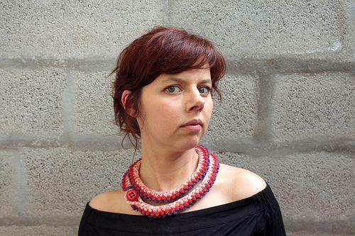 fiesta O|2  vendido /sold   colar rôxo e morango em crochet e jersey de algodão florido com botão vintage  vermelho  •  purple and strawbe...