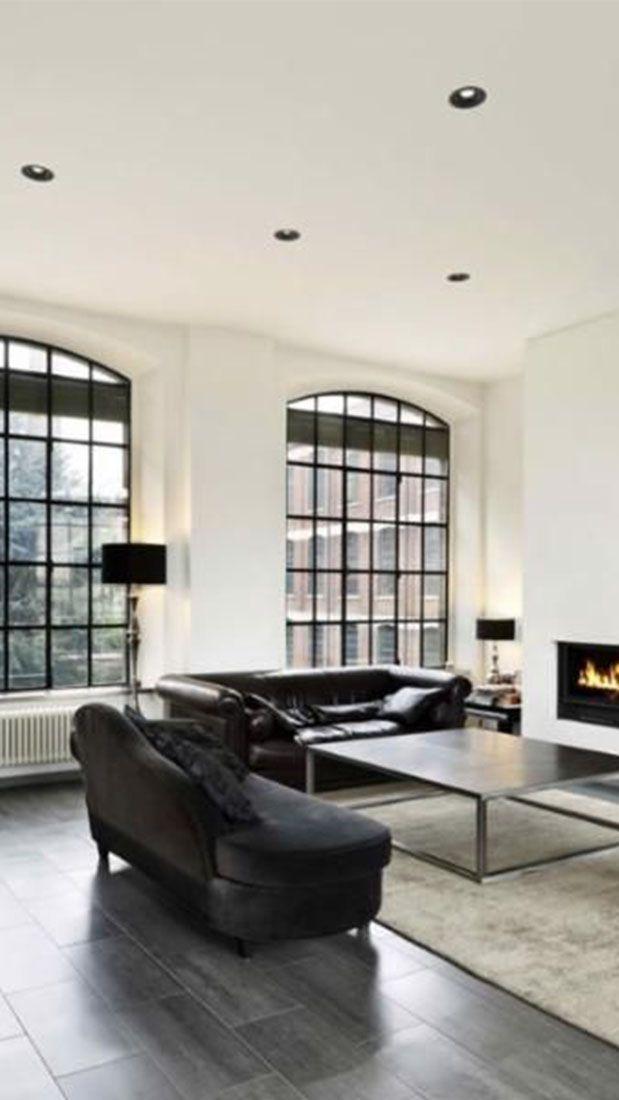 Heerlijke zithoek voorzien van veel natuurlijke daglichttoetreding, sfeervolle open haard, stijlvol meubilair en inbouw verlichting #wonen #interieur #zitgedeelte