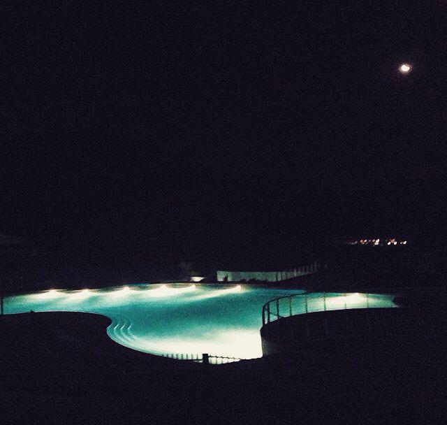 Vista nocturna Piscina Exterior - HSM