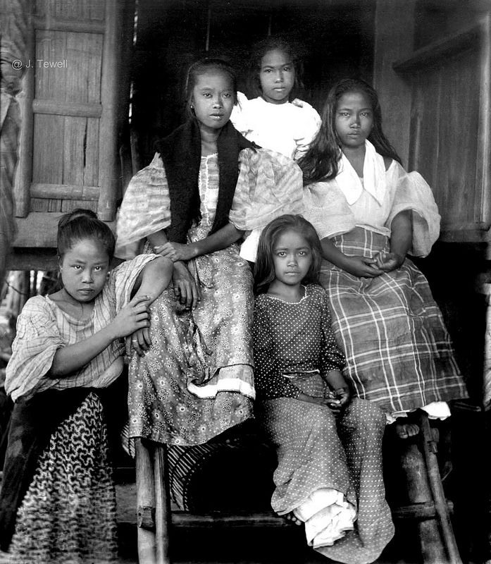 A Group Of Filipino girls, Philippines, Early 20th Century (1)